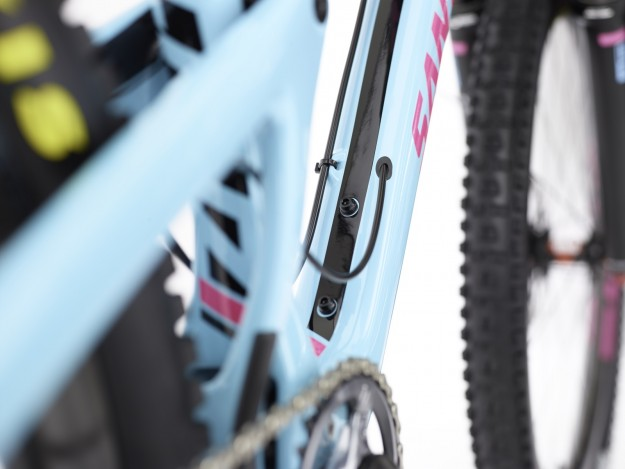 2015 Santa Cruz Nomad Features Stealth Reverb Routing